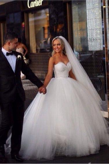 Sleeveless Ball Gown Bridal Wedding Dress