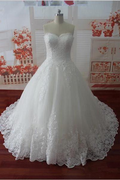 Sleeveless Lace Bridal Dress with Buttons